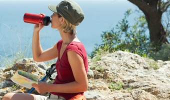 hydration bladder vs bottle