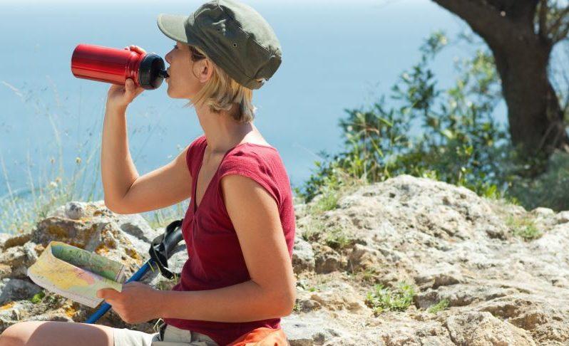 hydration bladder vs bottle